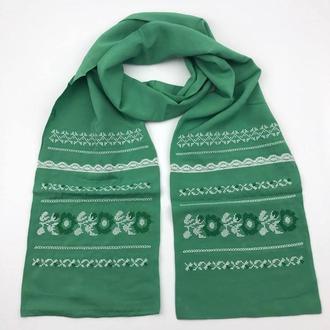 Вышитый шарф-шаль