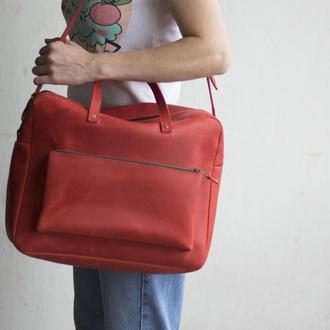 Красная кожаная сумка мессенджер