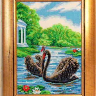 """Картина вышитая крестиком """"Чёрные лебеди"""""""