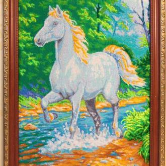 """Картина вышитая крестиком """"Белая лошадь"""""""