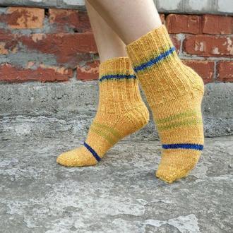 Желтые теплые вязаные носки