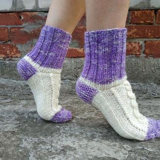 Теплые вязаные носки белые с сиреневым