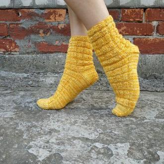 Желтые вязаные теплые носки с узором кукурузка