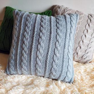 Серая диванная подушка декоративная вязаная с геометрическим узором