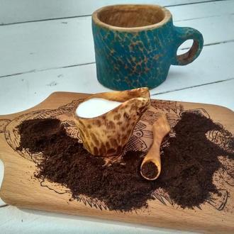Маленький молочник из дерева, для любителей кофе с молоком.