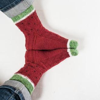 Яркие вязаные носки в обувь