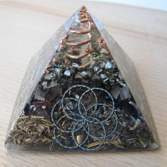 Пирамида оргонит оберег. Гармонизация пространства. На рабочий стол. Подарок. Сувенир