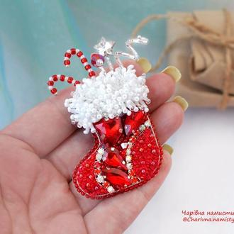 """Брошь """"Рождественский сапожок"""""""
