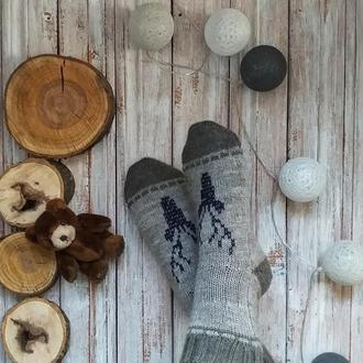 Вязаные носки с оленем