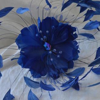 """Ободок - шляпка  из перьев синяя """"Монте-Карло"""""""