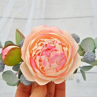 Весільний гребінь персиковий півонія, евкаліпт і бруния.Квіткове прикраса нареченої в пастельних тонах