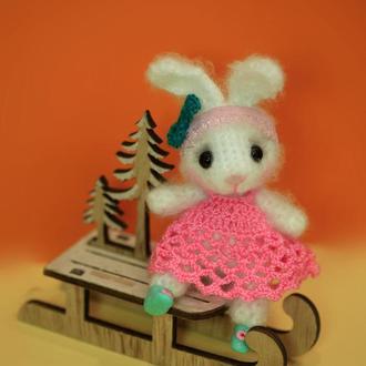 Зайчик в розовом платье