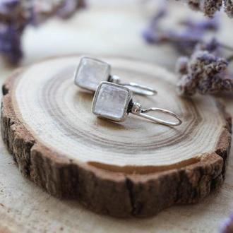 Посеребренные серьги с лунным камнем