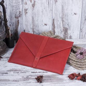 Красный кожаный чехол для Macbook на кобурной застежке