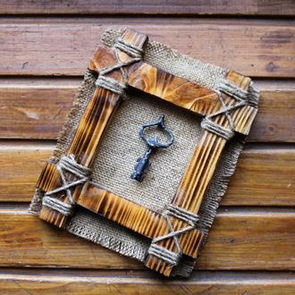 Декоративная рамка со старинным ключем