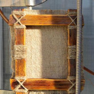Крутая деревянная рамка с плетениями из бечевки