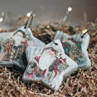 Деревянные новогодние игрушки с дедами морозами