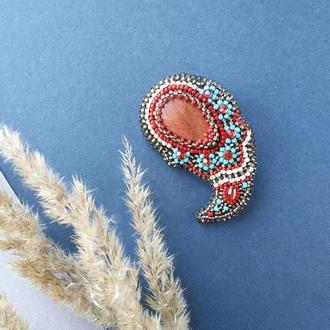 Брошь Пэйсли с камнем Авантюрин в индийском стиле