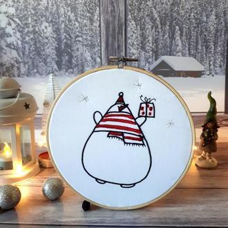 """Новогодний настенный декор """"Снеговик с подарком"""""""