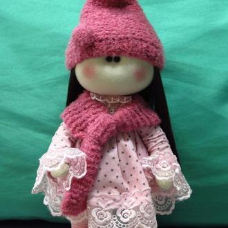 Кукла в розовом наряде