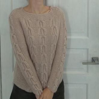 Нежный пуловер с пайетками
