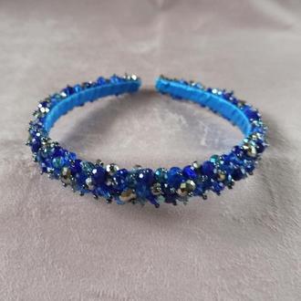 Синий ободок для волос с серебристыми бусинами