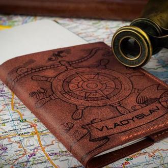Обложка на паспорт с гравировкой Корабельный штурвал цвета коньяк