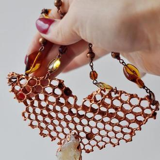 Колье с омедненными медовыми сотами, кристаллом цитрина и чешскими стеклянными бусинами