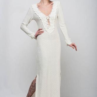 Белое вязаное ажурное макси платье с разрезами и открытой спиной