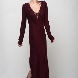 Бордовое вязаное вечернее макси платье с открытой спиной