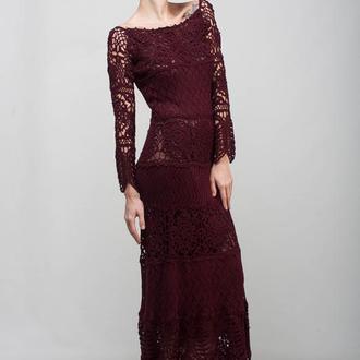 Бордовое вязаное вечернее макси платье с кружевами