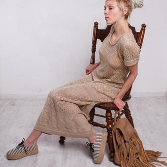 Бежевое вязаное ажурное коктейльное макси платье с коротким рукавом