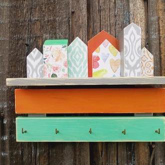 Деревянная настенная ключница в прихожую Маленькие цветные домики