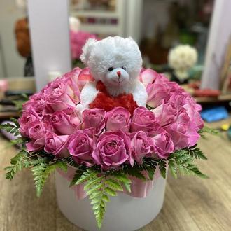 Ніжна велика коробка з квітами для ніжної та тендітної