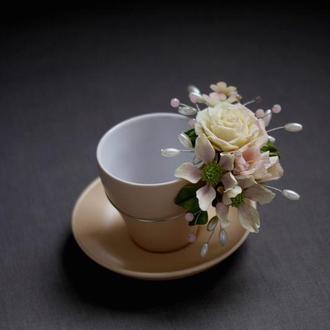 Подарочная чашка с цветами.