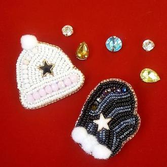 Оригинальный комплект из 2-х брошей шапочка и рукавичка для нежных и изысканных модниц