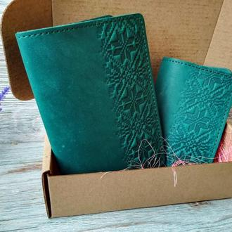 Подарочный набор из натуральной кожи зеленая вышиванка (2 предмета)