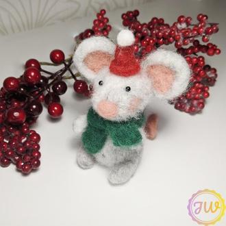 Светлая новогодняя мышка