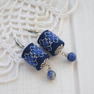 Серьги с содалитом и вышивкой в стиле ′бохо′