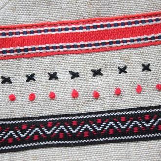 Маленькая косметичка из льна с вышивкой ручной работы