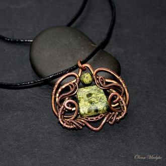 Медный кулон со змеевиком, кулон  из проволоки с камнями, кулон с натуральным камнем, подарок