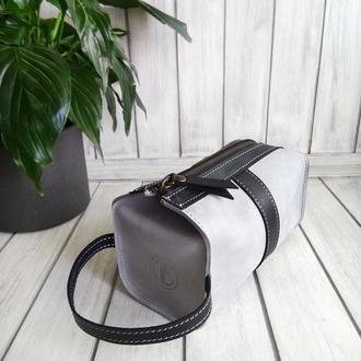 Серый кожаный несессер