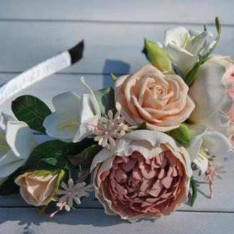 Обруч с пионами розами и фрезией Украшение в волосы ободок в пудровых тонах
