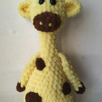 Вязаный плюшевый жираф