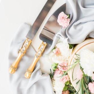 Приборы для свадебного торта золотая нежность. Нож и лопатка в золотом цвете