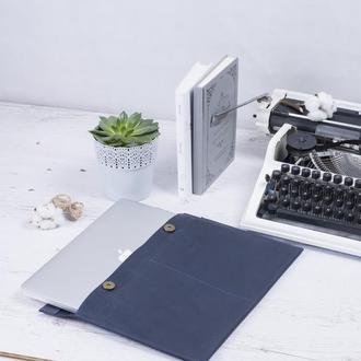 Кожаный чехол для Macbook на двух кнопках синий