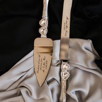 Приборы для свадебного торта Кристальное сердце. Нож и лопатка в серебряном цвете с декором