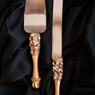 Приборы для свадебного торта Розовый сапфир. Нож и лопатка для молодоженов с декором