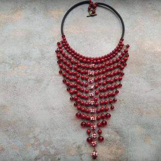 Колье красное , колье каскадное , ожерелье массивное .