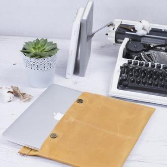 Кожаный желтый чехол для Macbook на двух кнопках
